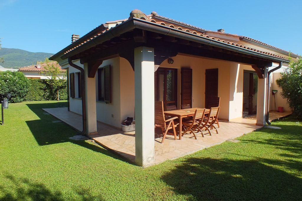 Agenzia immobiliare isola d 39 elba for Piani di casa con campo sportivo al coperto